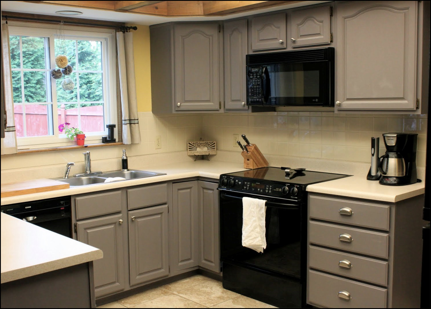 who paints kitchen cabinets can you spray paint kitchen cabinets 11 1496