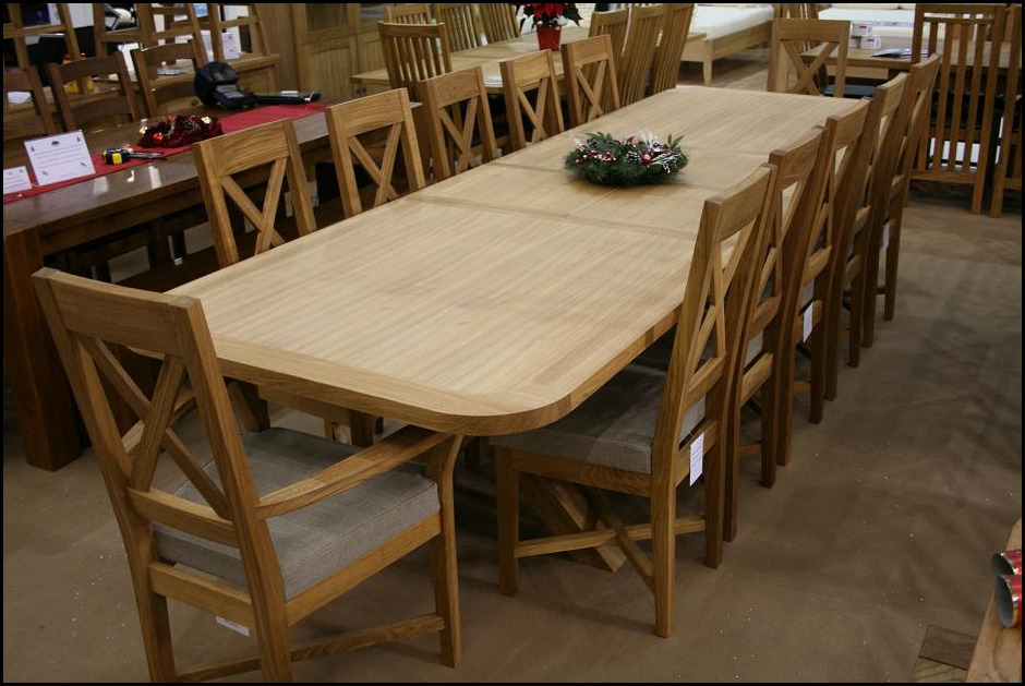 A variety of substantial dining table seats 10 12 14 16 for Dining room tables that seat 16