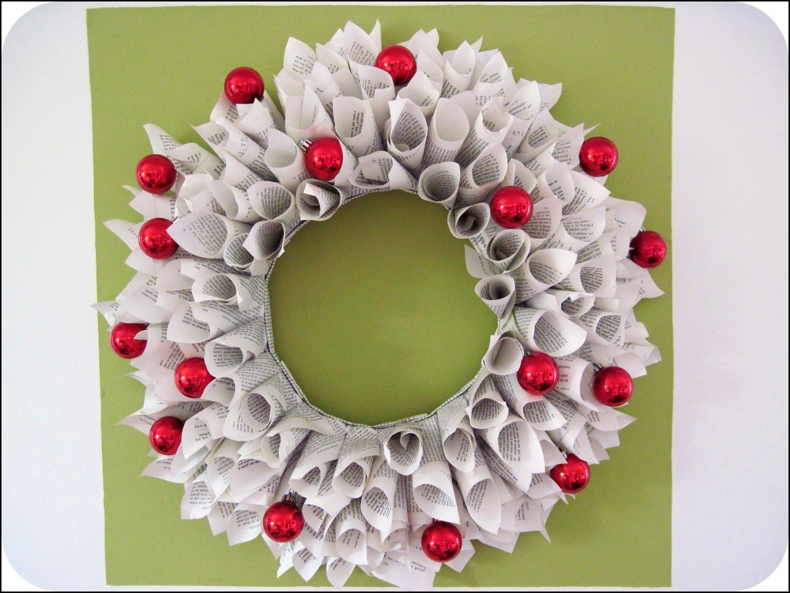 How to make paper christmas decorations at home for Paper christmas decorations to make at home