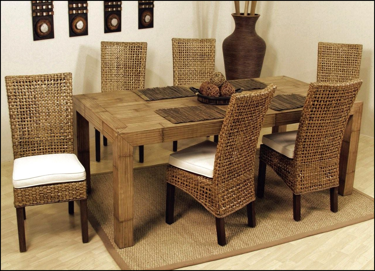 Indoor white wicker furniture fpudining in