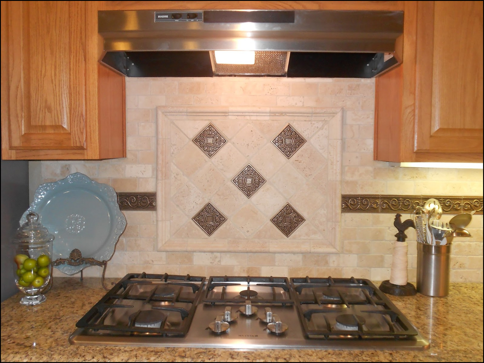 Kitchen backsplash created of copper to get a seriously sensible remedy for kitchen walls use kitchen backsplash tiles dailygadgetfo Choice Image