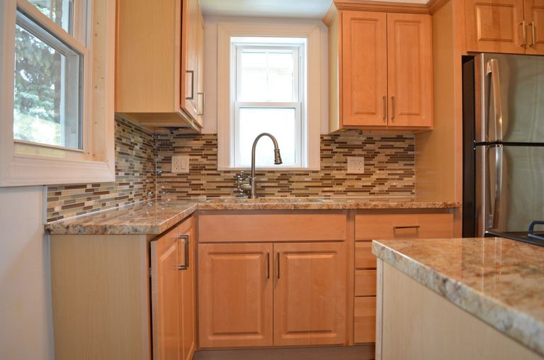 Kitchen Backsplash Ideas With Maple Cabinets