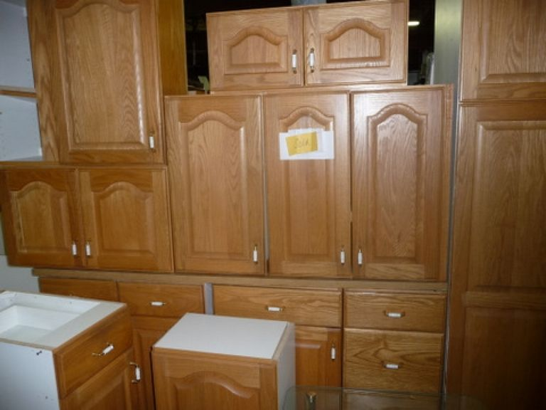 Kitchen Cabinets Handle Placement